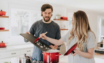 Picture of two people cooking